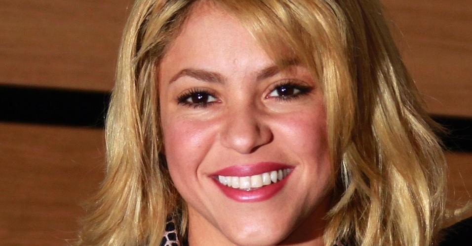Shakira recebe prêmio de cultura na França (28/1/12)