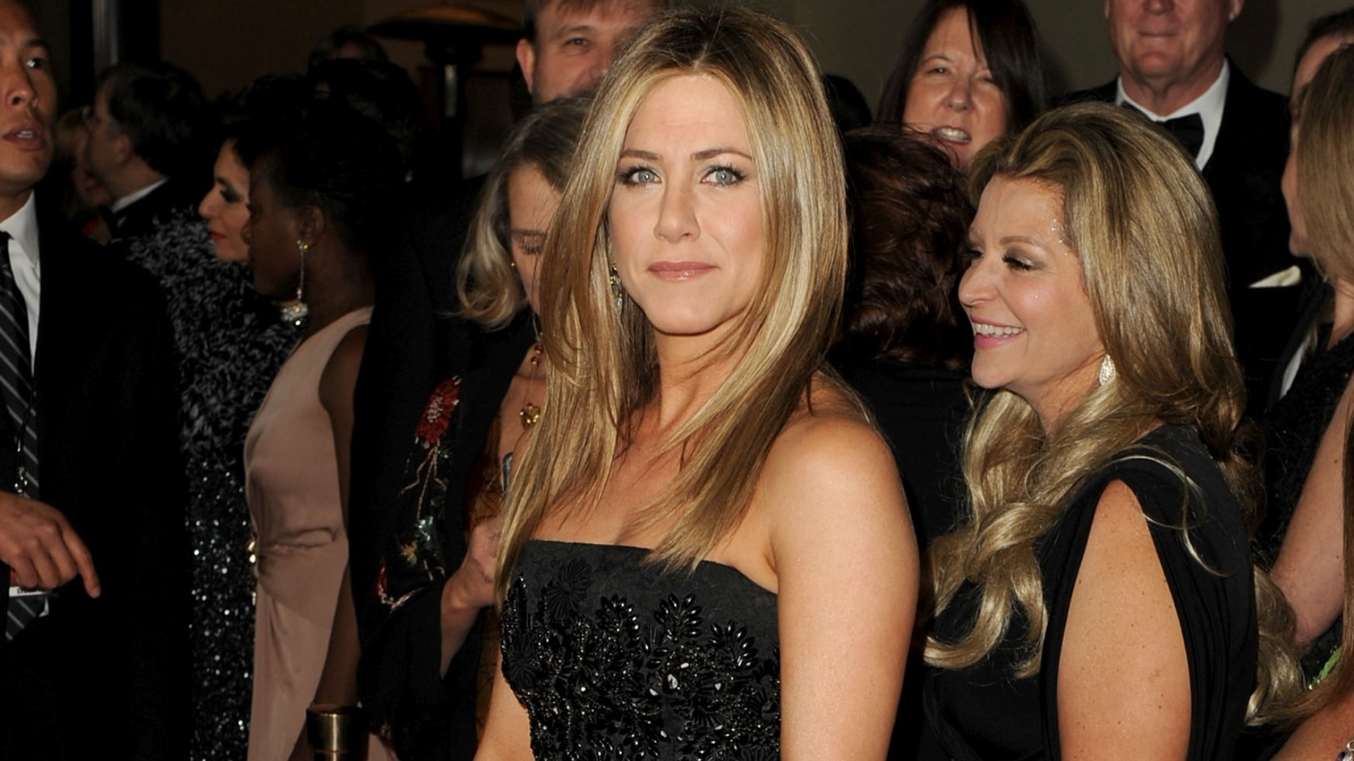 Jennifer Aniston chega ao 64º Annual Directors Guild Of America Awards em Hollywood (28/1/12)