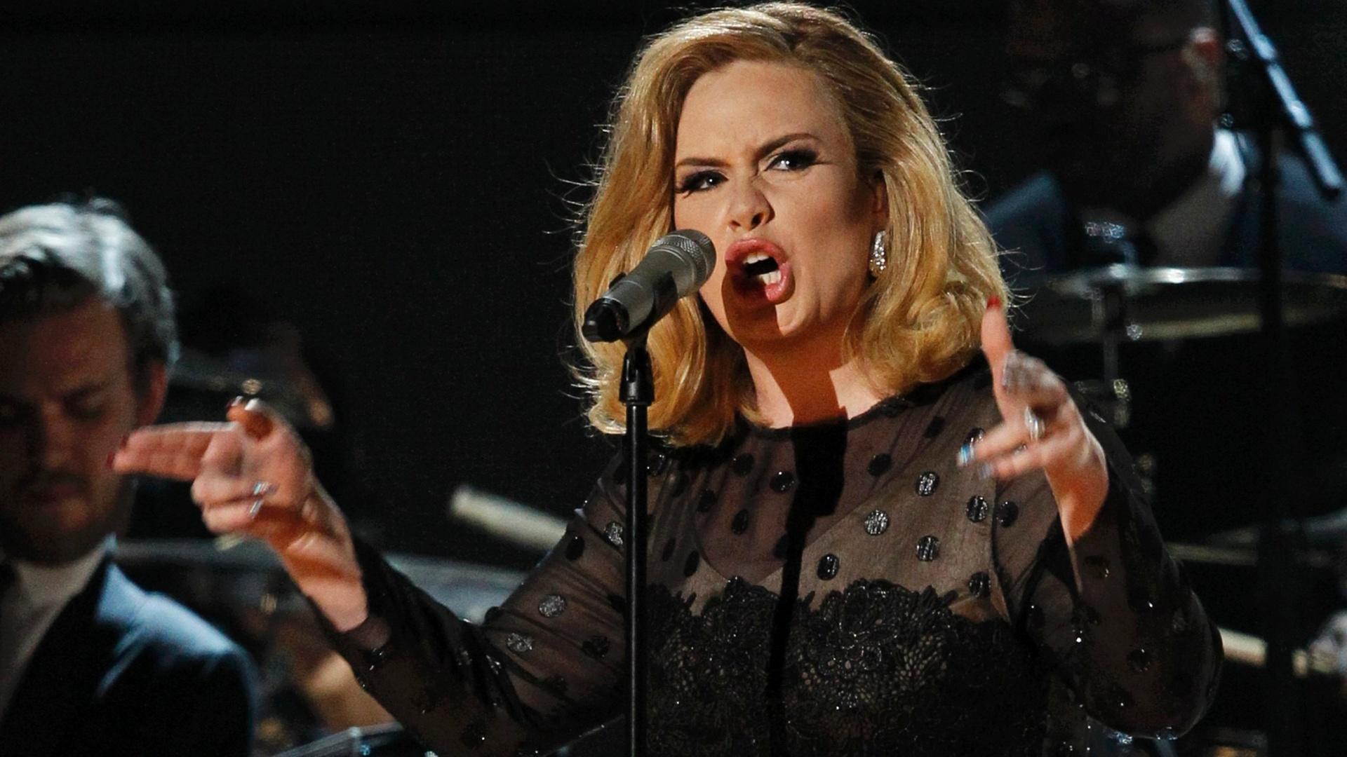 Adele canta