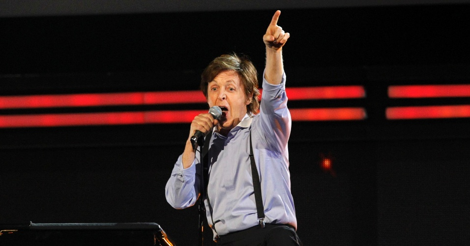 Paul McCartney canta no Grammy 2012 (12/2/12)