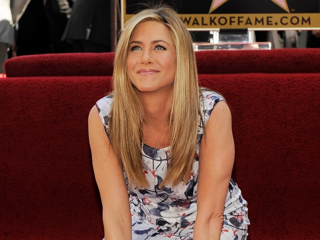 Jennifer Aniston recebe estrela na Calada da Fama em Los Angeles, Califrnia (23/2/12)
