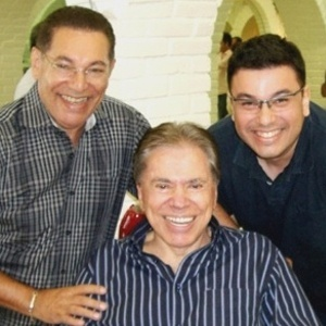 8.mar.2012 - Cabeleireiro Jassa divulga no Twitter novo cabelo de Silvio Santos
