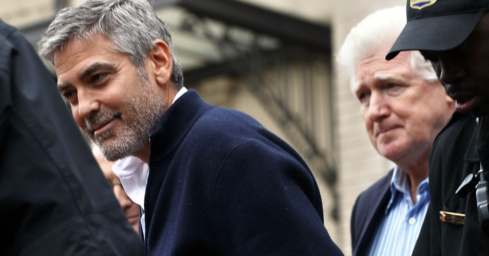 George Clooney  detido por desobedincia civil ao protestar em frente  embaixada do Sudo, em Washington (16/03/2012)