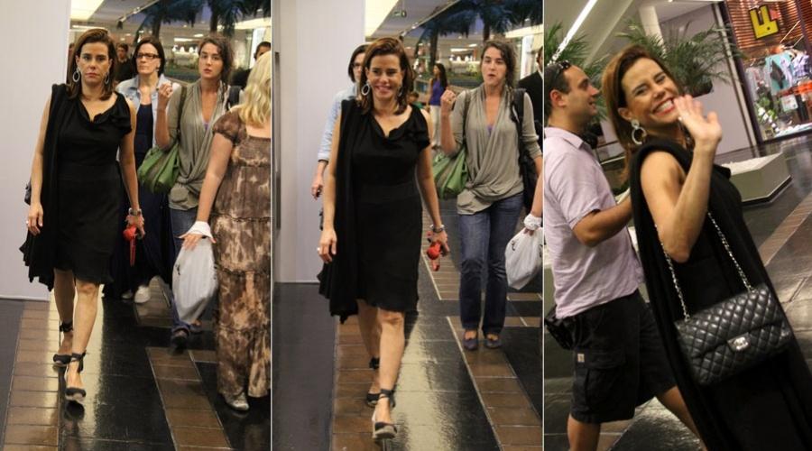 Narciza Tamborindeguy passeia em shopping da zona sul do Rio (27/1/12)
