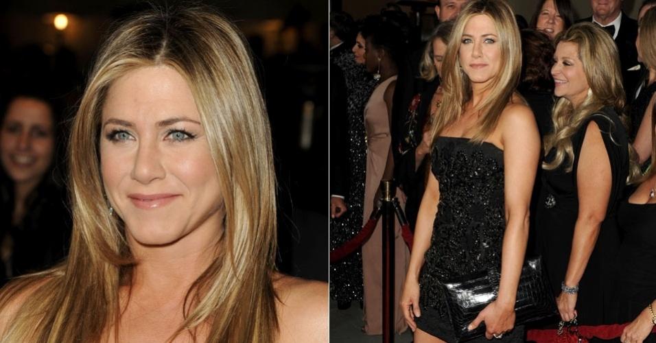 De vestido tubinho preto brilhante, a atriz Jennifer Aniston chega ao 64º Annual Directors Guild Of America Awards em Hollywood, EUA (28/1/12)