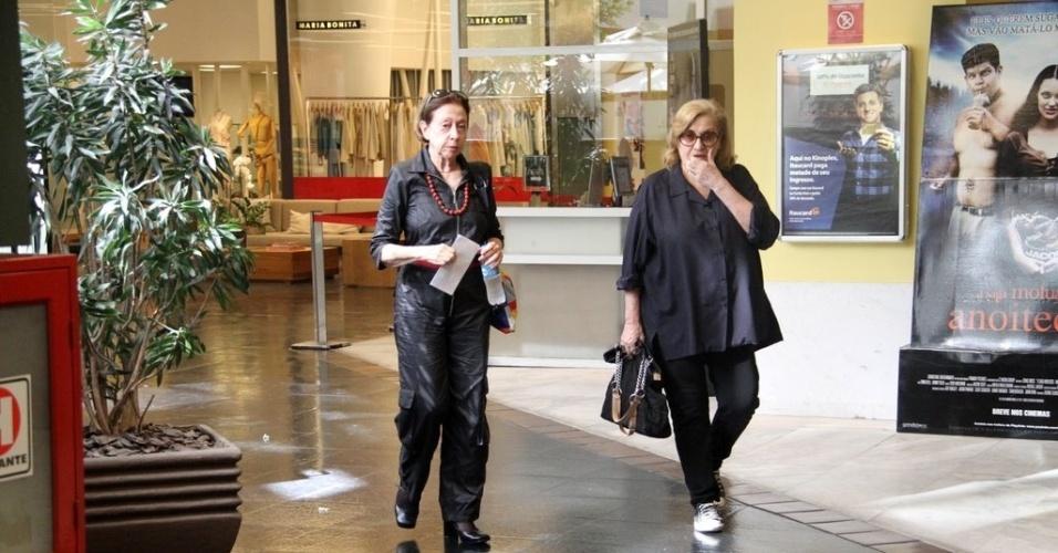 Fernanda Montenegro passeia em shopping da zona sul do Rio (1/2/2012)