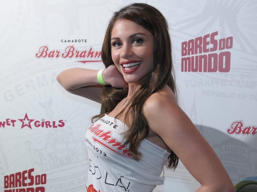 A ex-BBB Maria Melilo marca presença no Happy Hour pré-Carnaval do Camarote Bar Brahma 2012, no Bar Brahma, em São Paulo (1/2/2012)
