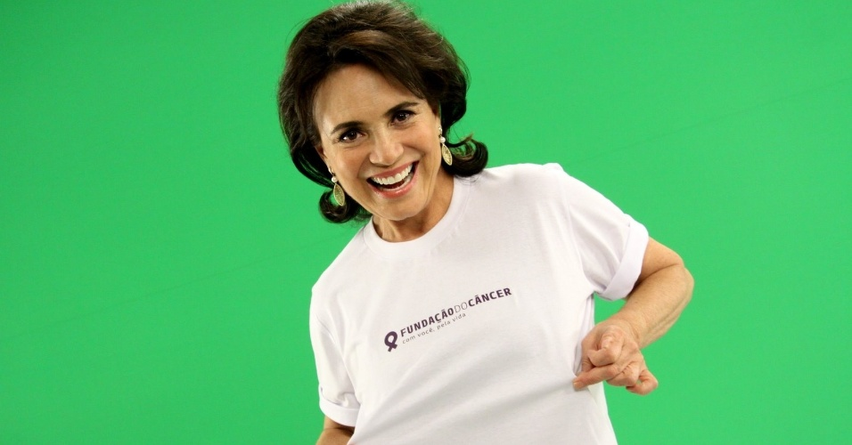 Regina Duarte grava comercial para a Funda&#231;&#227;o do C&#226;ncer no Rio (1/2/2012)