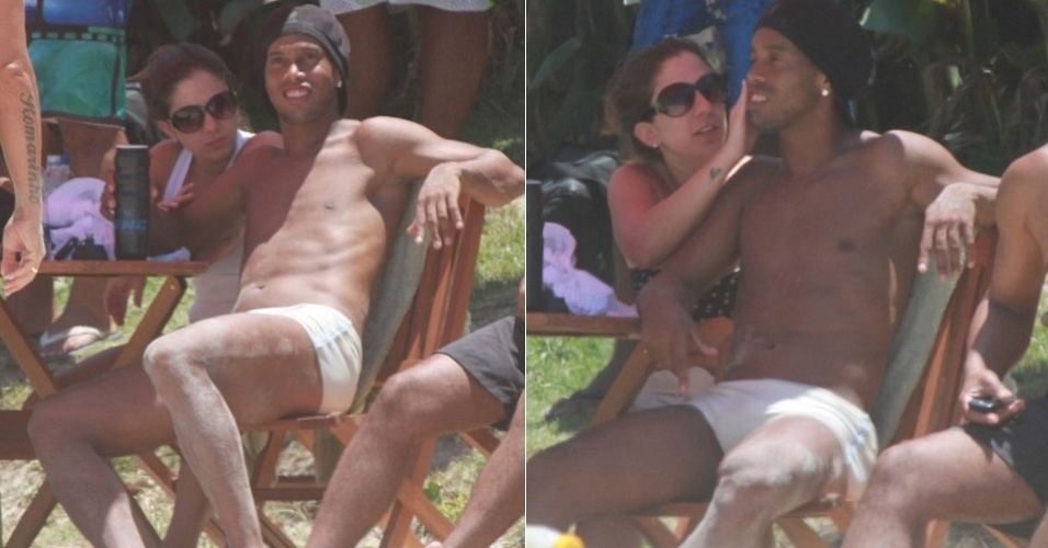 Com as pernas cheias de areia, Ronaldinho Ga&#250;cho &#233; flagrado com morena em praia da Barra da Tijuca, na zona oeste do Rio (2/2/12)