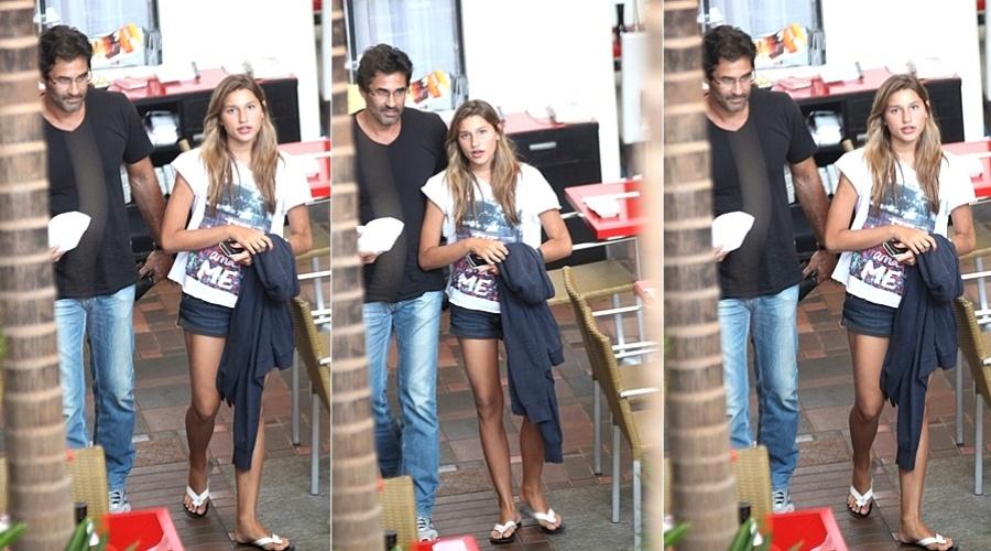 Luciano Szafir e Sasha almoçam em restaurante na Barra da Tijuca, zona oeste do Rio (2/2/2012)
