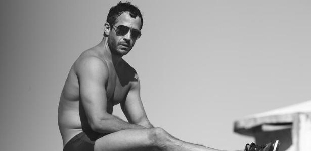 Malvino Salvador exibe boa forma durante ensaio para a revista