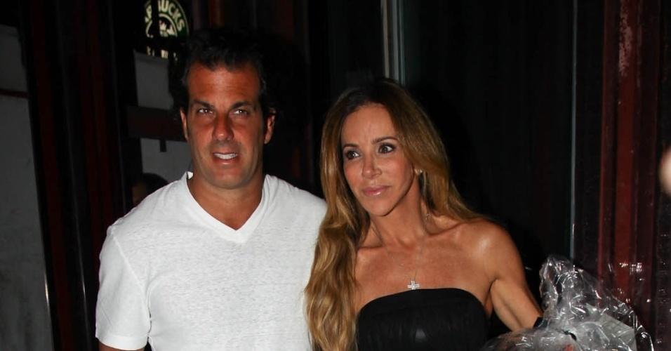 Álvaro Garnero e Cristiana Arcangeli vão ao aniversário de Sabrina Sato em São Paulo (6/2/12)