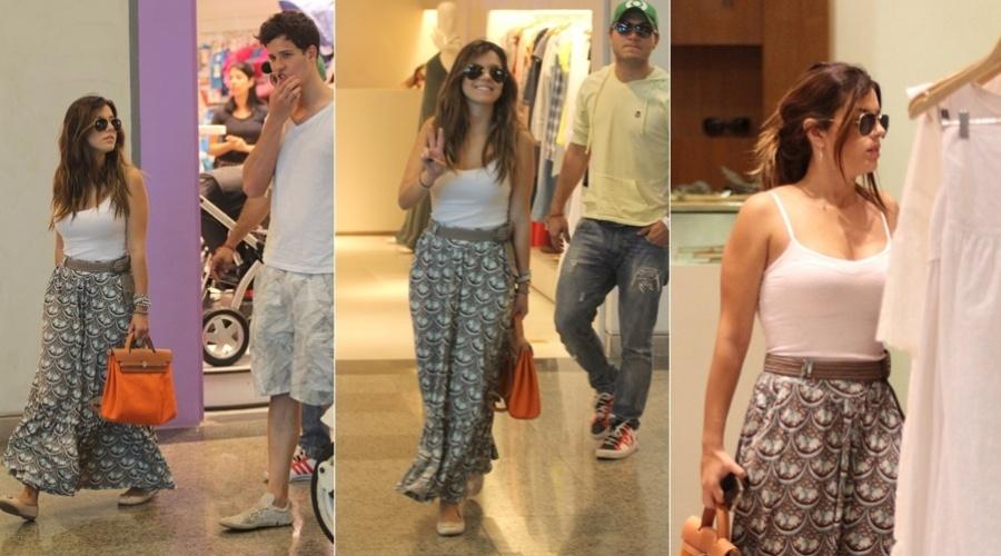 Giovanna Lancellotti passeia em shopping da zona oeste do Rio (7/2/2012)