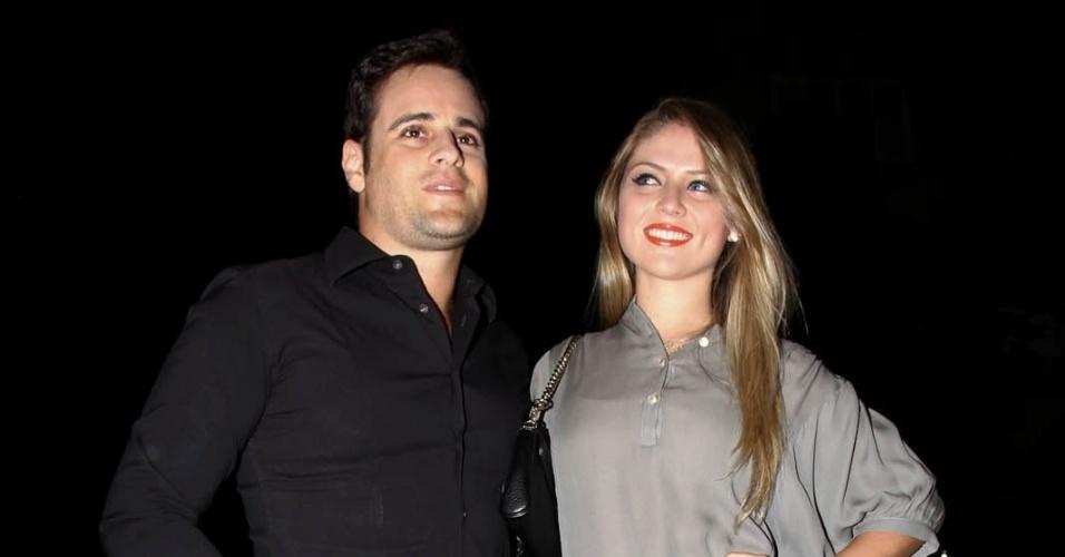"""Rodrigo Scarpa, o Vesgo do """"Pânico"""", com a namorada no aniversário de Sabrina Sato em São Paulo (6/2/12)"""