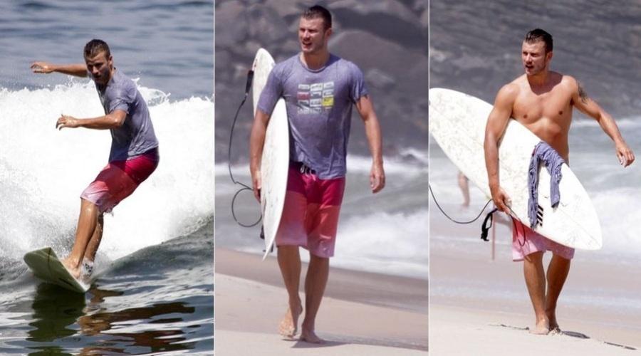 Rodrigo Hilbert surfa em praia do Recreio dos Bandeirantes, zona oeste do Rio (9/2/2012)