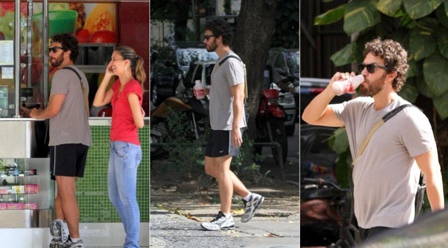 Gabriel Braga Nunes caminha por rua do Leblon, zona sul do Rio (15/2/2012)