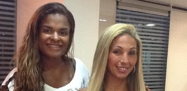 A funkeira Valesca Popozuda clareia os cabelos com a hair stylist Viviane Siqueira em um salão na Barra da Tijuca, na zona oeste carioca (15/2/12)