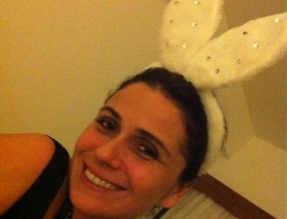 Giovanna Antonelli posa usando orelhas de pelúcia (22/2/2012)