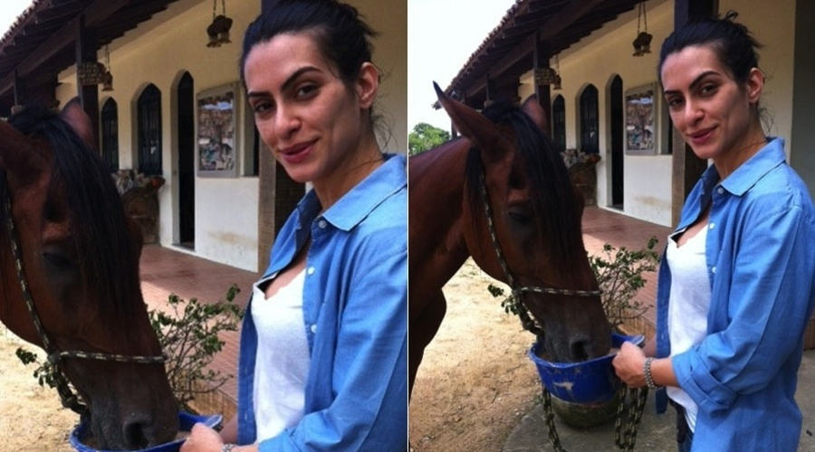"""Cleo Pires posa ao lado de um cavalo durante as gravações da série """"As Brasileiras """" (23/2/2012)"""