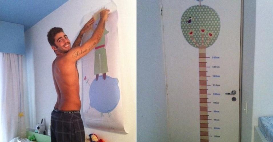 """A atriz Luana Piovani postou em seu Twitter duas fotos do quarto do filho Dom. Em uma das imagens, seu marido Pedro Scooby coloca um pôster do Pequeno Príncipe na parede. Na outra foto, Luana mostra a régua divertida que colocou na porta do quarto: """"Pra acompanhar o crescimento do domzuco"""" afirmou a atriz"""