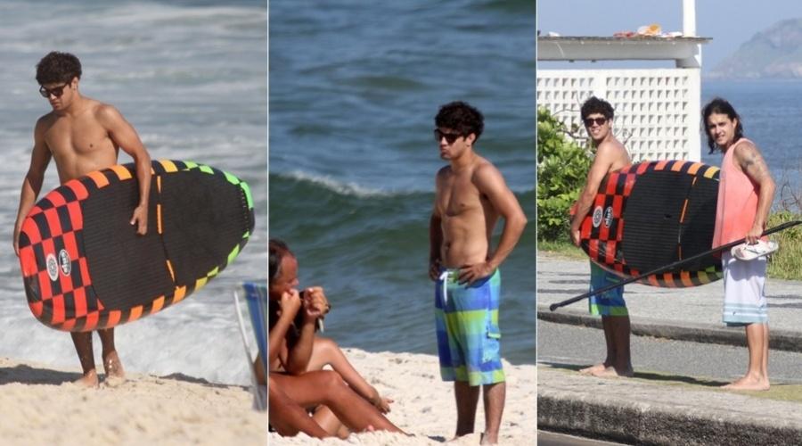 Caio Castro curte praia na zona oeste do Rio (27/2/2012)