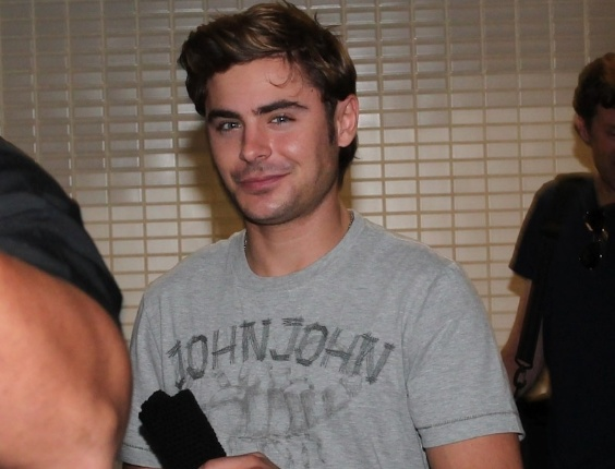 O ator Zac Efron, estrela do filme &#34;High School Musical&#34;, desembarcaem S&#227;o Paulo nesta ter&#231;a-feira, para participar de tr&#234;s inaugura&#231;&#245;es de lojas (28/2/12)