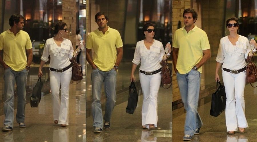 Giovanna Antonelli passeia com o marido, Leonardo Nogueira, em shopping da zona oeste do Rio (29/2/2012)