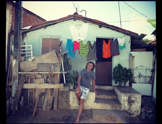 """O promoter David Brazil mostra no Twitter a foto da casa em que cresceu. Em sua conta no microblog, elel escreveu sobre o passado: """"Há 24 anos morava nessa casinha alugada em Campina Grande na Paraíba e vendia cocada na feira pública"""" (1/3/12)"""