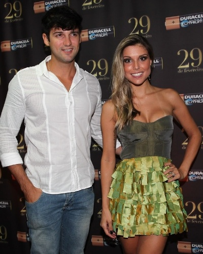 Os ex-BBBs, Fernando Justin e Fl&#225;via Vianna, tamb&#233;m participaram da festa em S&#227;o Paulo (29/2/12)