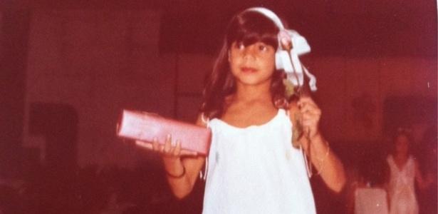 No Twitter, Nívea Stelmann posta foto aos oito anos de idade (5/3/12)