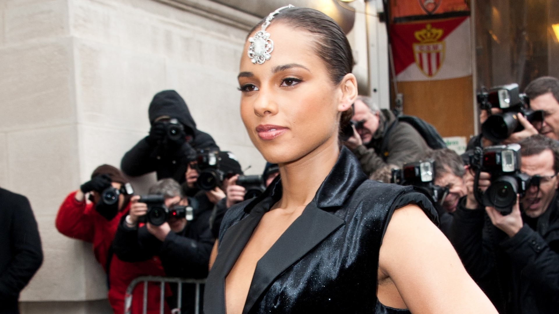 A cantora Alicia Keys chega para o desfile da Chanel, durante a Semana de Moda de Paris (5/3/12)