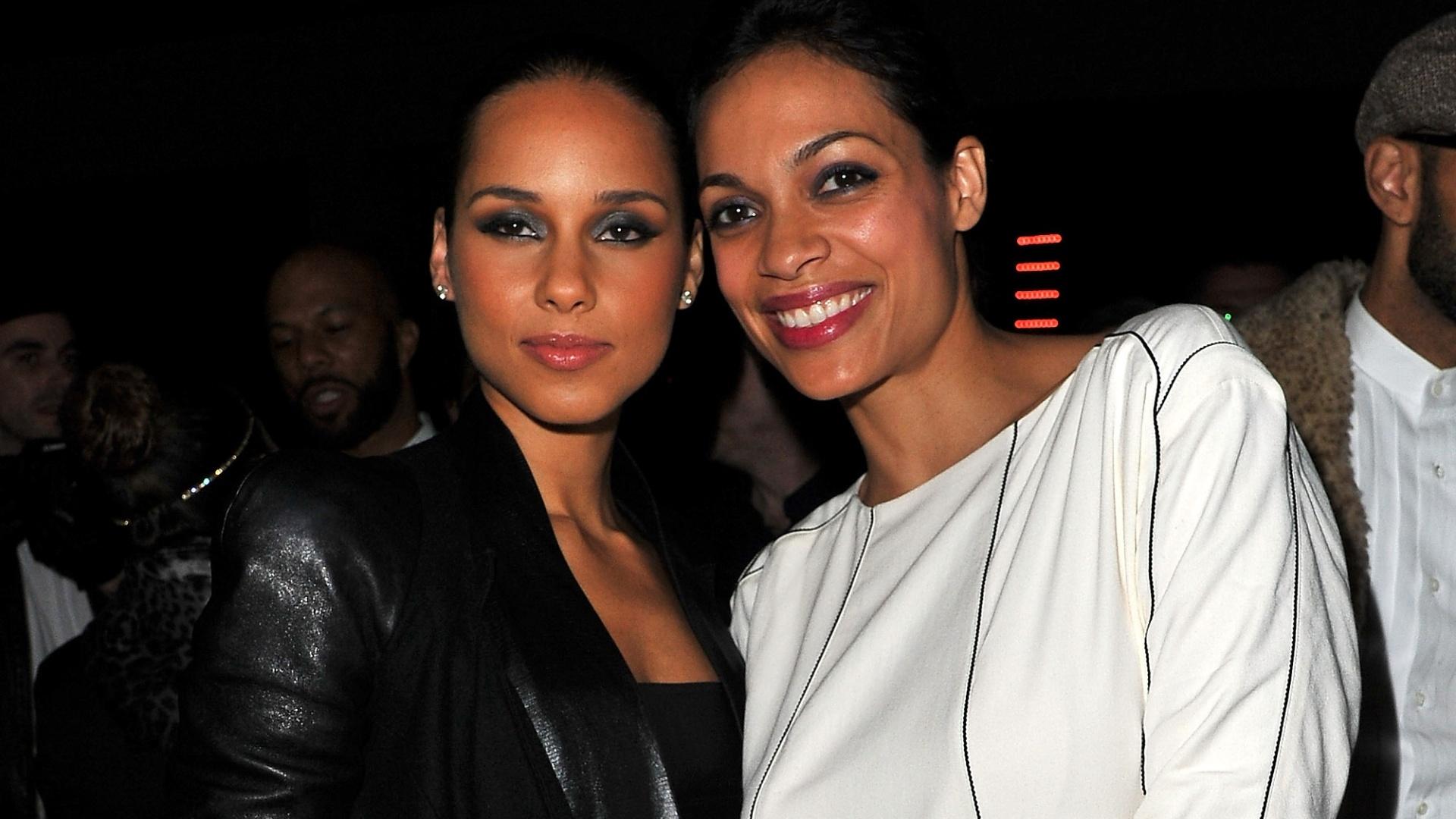 Alicia Keys e Rosario Dawson em desfile da grife de Kanye West (6/3/12)