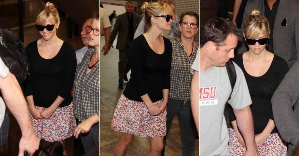 """Reese Witherspoon desembarca no Brasil para divulgar o filme """"Guerra é Guerra"""", que estreia no Brasil dia 16 de março. Sorridente, a atriz chegou nesta quinta-feira no Aeroporto Internacional de Guarulhos, em São Paulo (8/3/12)"""