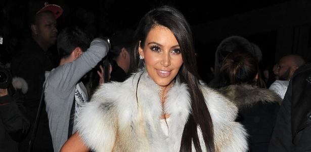 Kim Kardashian vai à Semana de Moda de Paris para assistir ao desfile da grife Kanye West (6/3/12)
