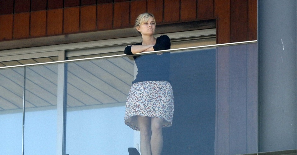 Reese Witherspoon na sacada do hotel Fasano em Ipanema, no Rio de Janeiro. A atriz est&#225; no Brasil para divulgar o filme &#34;Guerra &#233; Guerra&#34;, que estreia dia 16 de mar&#231;o (8/3/12)