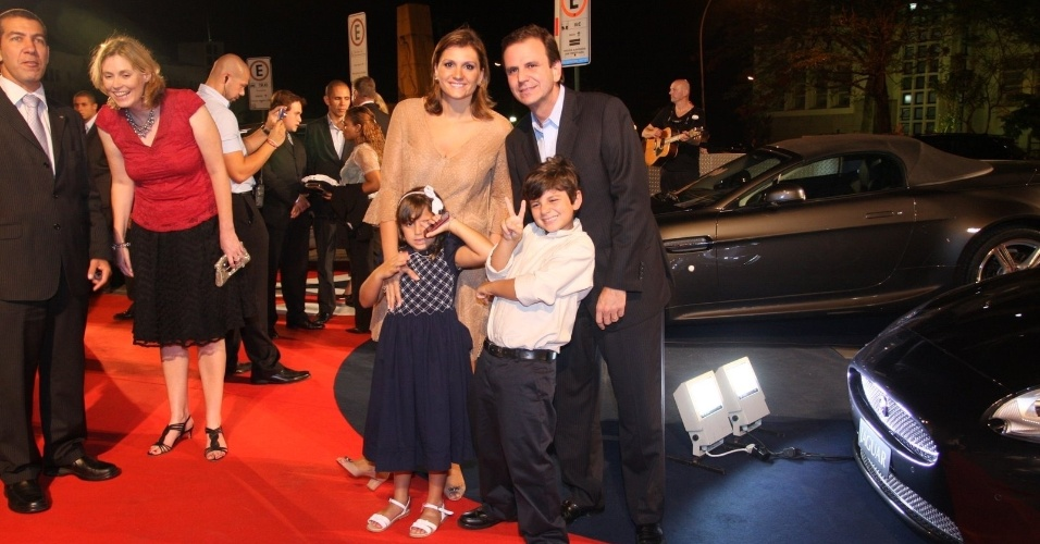 Eduardo Paes com mulher e dois filhos em evento do príncipe Harry no Rio (9/3/12)