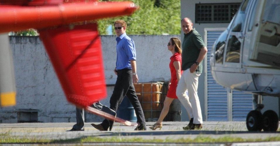 Príncipe Harry chega a heliponto no Rio de Janeiro. A visita faz parte das comemorações do Jubileu de Diamante em comemoração aos 60 anos do reinado de sua avó, a rainha Elizabeth II (9/3/12)
