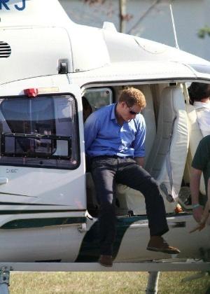 Príncipe Harry volta de passeio de helicóptero no Rio de Janeiro (9/3/12)