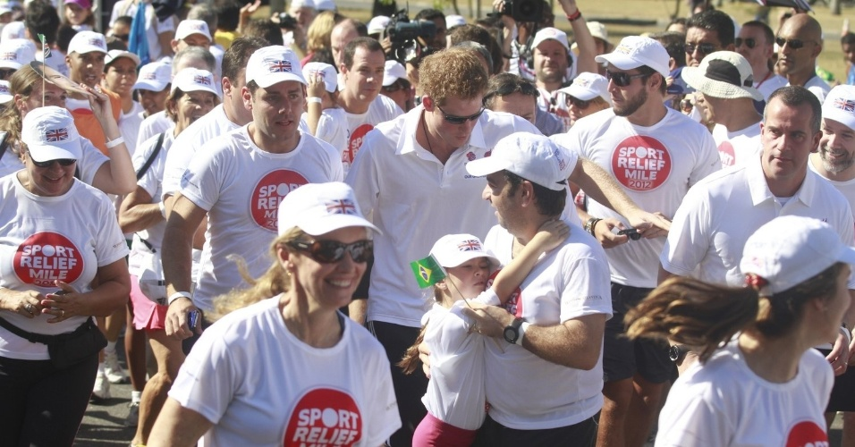 O pr&#237;ncipe Harry participa de corrida beneficente, no Aterro do Flamengo, debaixo de forte sol, na manh&#227; de s&#225;bado (10/3/12)
