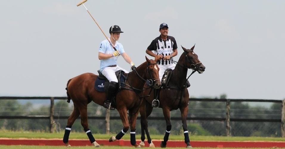Príncipe Harry participa de jogo de polo com Ricardo Mansur em partida beneficente, em Campinas, interior de São Paulo (11/3/12)