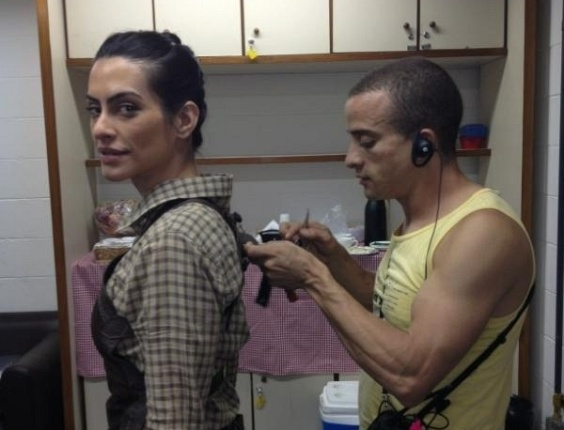Cleo Pires posta foto de bastidores de &#34;As Brasileiras&#34; (12/3/12)