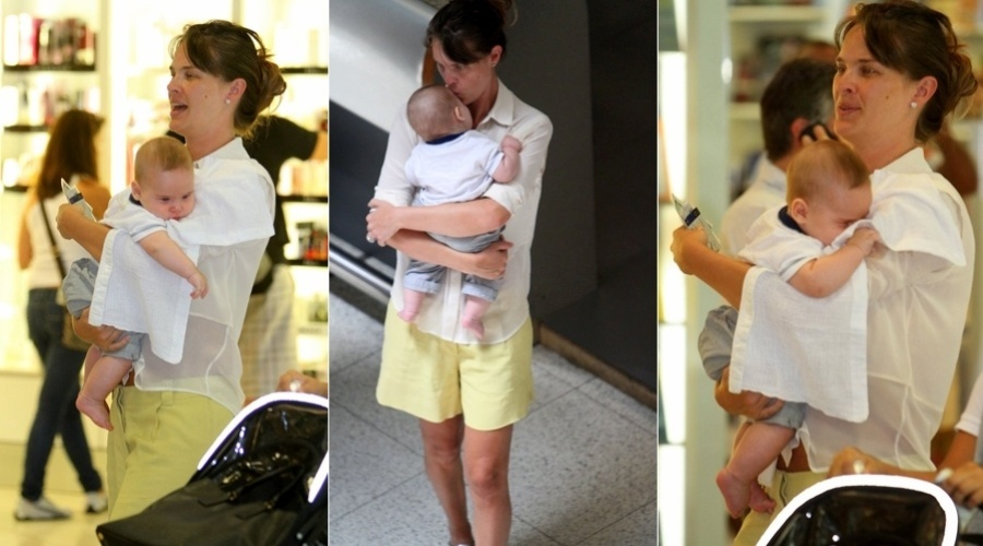 Letícia Birkheuer circula pelo aeroporto Santos Dumont, centro do Rio, com o filho João Guilherme (12/3/2012)
