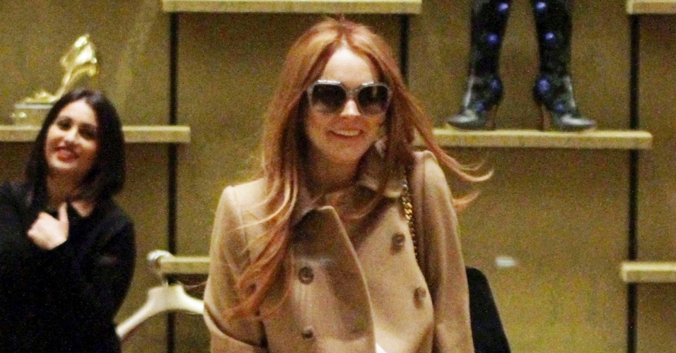 Lindsay Lohan faz compras na Miu Miu (9/3/12)