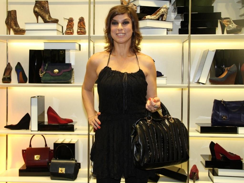 A ex-Casseta Maria Paula prestigia evento de marca de sapatos (13/3/12)