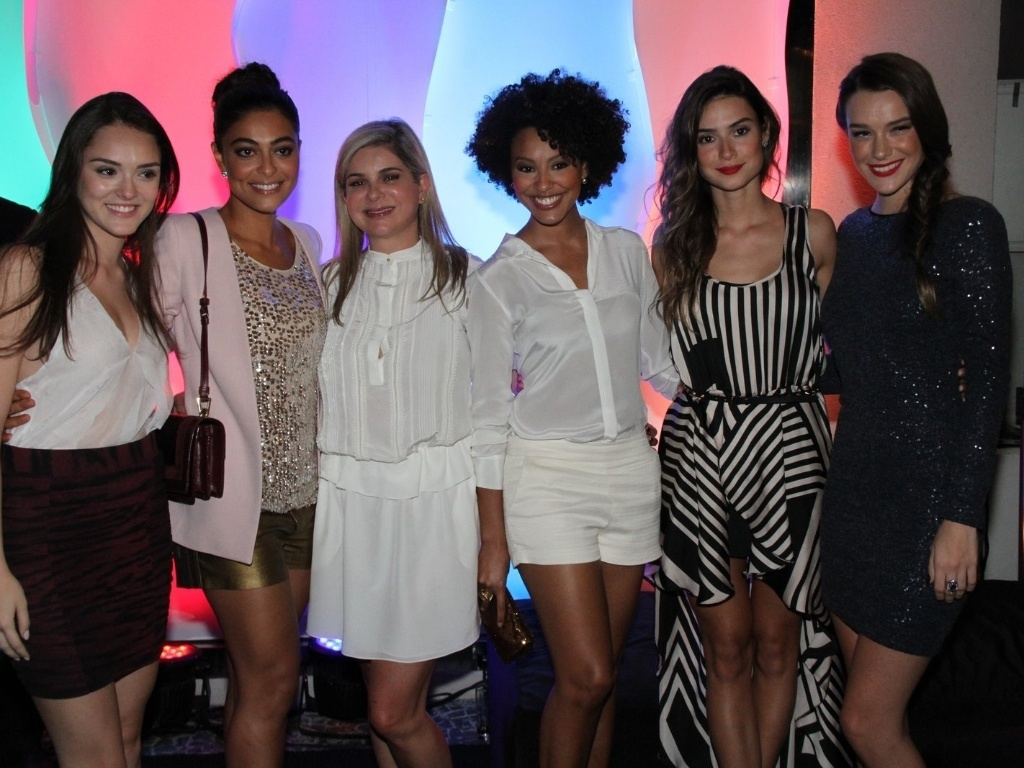 Isabelle Drummond, Juliana Paes, Sheron Menezzes, Thaila Ayala e Mariana Molina em evento de loja de sapatos (13/3/12)