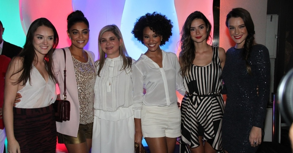 Isabelle Drummond, Juliana Paes, Sheron Menezzes, Thaila Ayala e Mariana Molina em evento de loja de sapatos (13/3/12)
