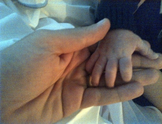 Marcus Buaiz posta foto da mãozinha de José Marcus, seu filho com Wanessa (12/3/12)