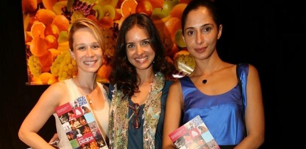 As atrizes Mariana Ximenes, Joana Limaverde e Camila Pitanga na comemoração de 10 anos do