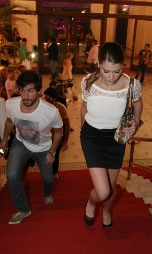 Alinne Moraes chega acompanhado pela namorado, Felipe Simão, no aniversário de 30 anos da promoter Carol Sampaio no Hotel  Copacabana Palace, no Rio De Janeiro (15/3/12)