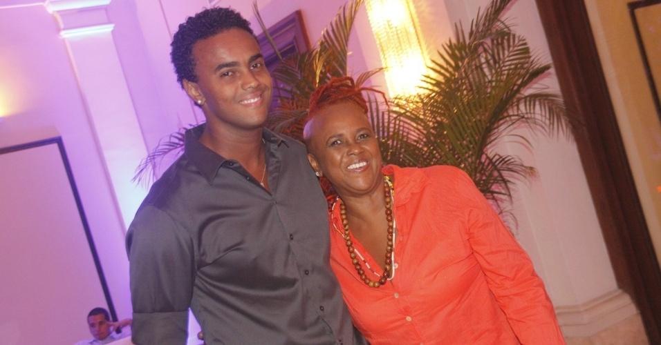 Jorge Frederico de Sá e a mãe, Sandra de Sá, prestigiam o aniversário de 30 anos da promoter Carol Sampaio no Hotel  Copacabana Palace, no Rio De Janeiro (15/3/12)